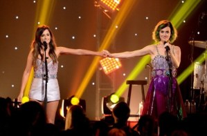 katy-perry-and-kacey-musgraves-at-cmt-crossroads